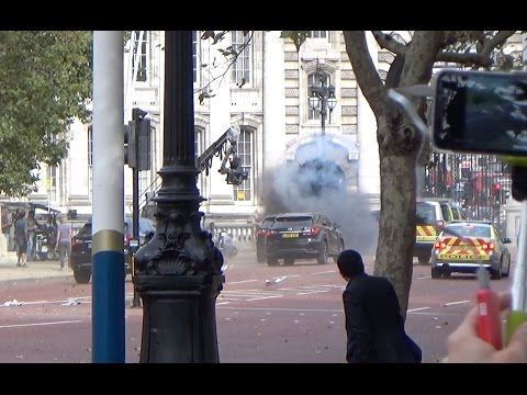 Dramatic explosion and car chase in central London during Transformers filming