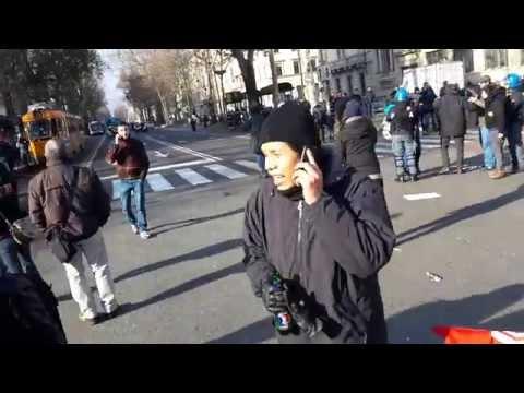 Torino: agenti digos aggrediscono un mediattivista