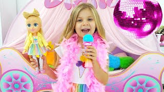 Diana Pretends to be a Singer with a new Doll Candy Town
