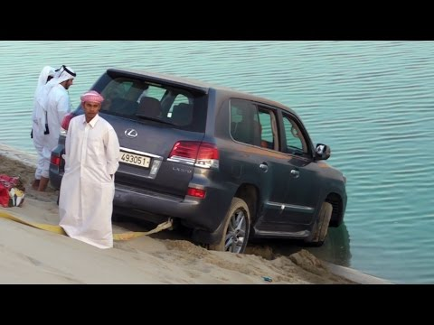 Rescues Cars from the Sea نيسان يسحب مواترمن البحر