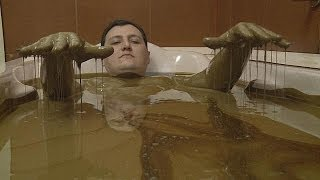 Азербайджан: здоровье из недр Земли - life(Недра Азербайджана богаты на чудеса, одно из них - нафталановая нефть, ее конечная цель, не бензобаки, а ..., 2014-06-11T17:22:48.000Z)