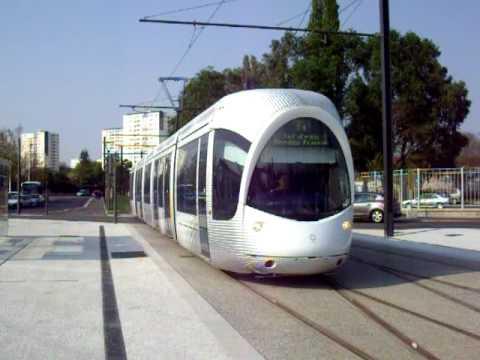 lyon citadis 302 tramway t4 en essais arrivant h pital feyzin v nissieux youtube. Black Bedroom Furniture Sets. Home Design Ideas