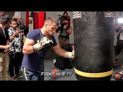 VASYL LOMACHENKO THROWING BEAUTIFUL HOOKS ON HEAVY BAG AS HE TRAINS FOR JORGE LINARES