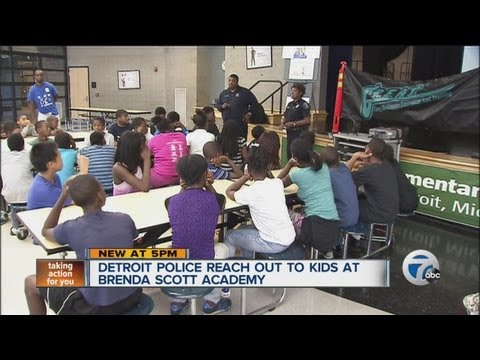 Detroit police reach out to kids at Brenda Scott Academy
