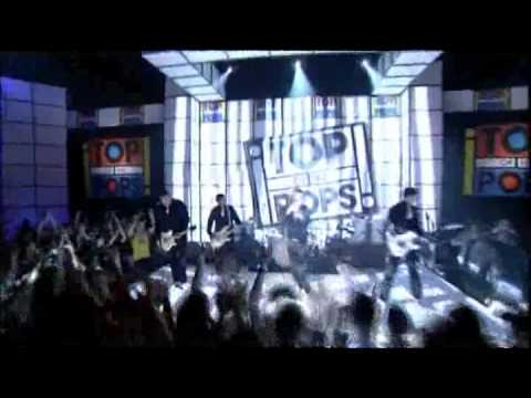 The Hives- Main Offender LIVE  (Top of The Pops 2001)