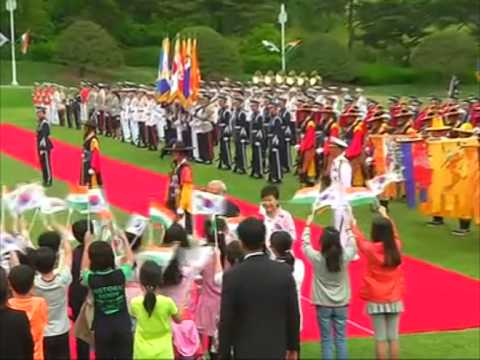 Indian PM Modi accorded ceremonial welcome in South Korea