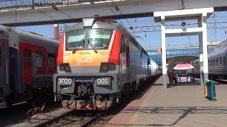 Электровоз ЭП20 005 с поездом №20 Москва — Ростов на Дону