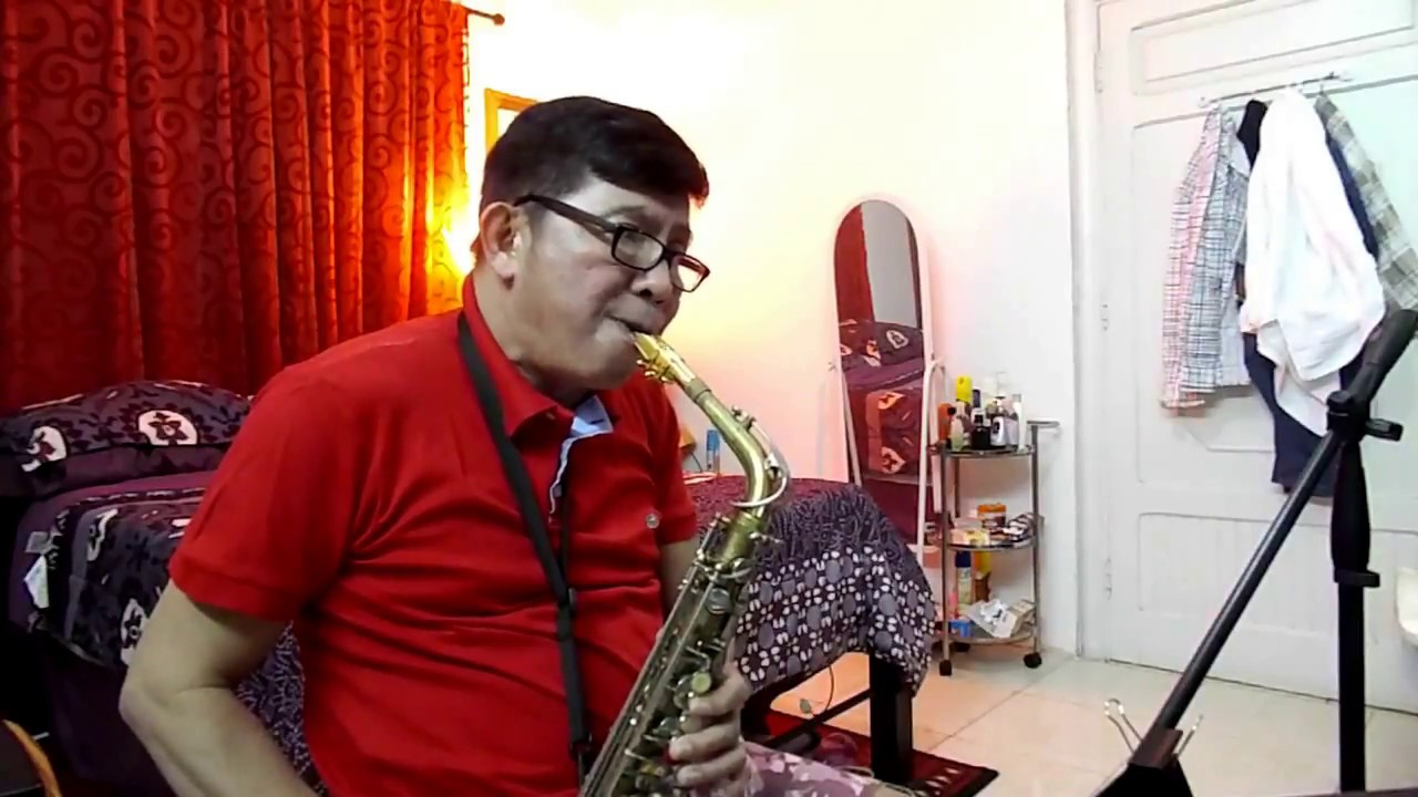 CHRISTMAS ISLAND - Jimmy Buffett (alto sax cover) - YouTube