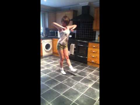 She do it on me like- Chris Brown- Freestyle dance.