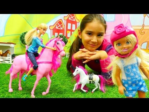 Barbie ve kızı Chelsea at çiftliğe gidiyorlar