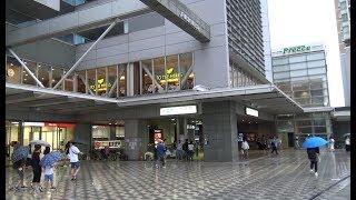 4つの鉄道事業者の改札口がある目黒駅JR東急目黒ビル前の風景
