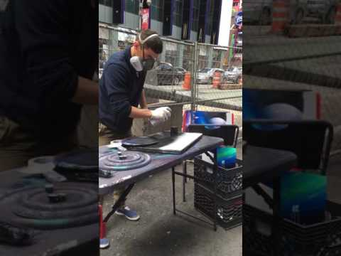 Man in NYC does insane street art pic with spray paint