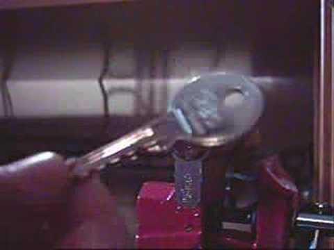 Взлом двери без повреждений (отмычки) ISEO
