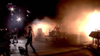 Arctic Monkeys - Do I Wanna Know Live Reading & Leeds Festival 2014 HD