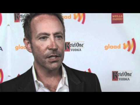 GLAAD AWARDS: Peter Marc Jacobson on How to Be HAPPILY DIVORCED + Wanting Ricky Martin