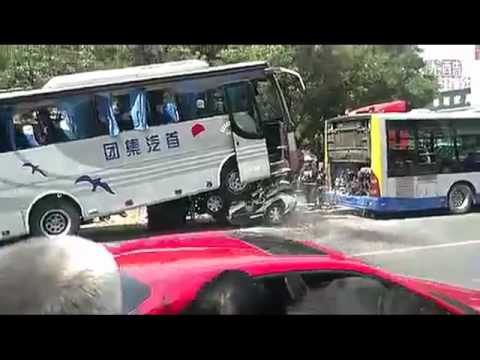Bus crushes police car in Beijing (three views of an accident)