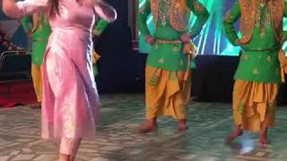 Stage girl dance on High rated gabru