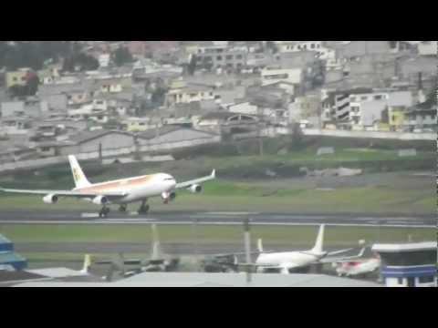 Iberia A340-300 Aterrizando - Quito (HD)