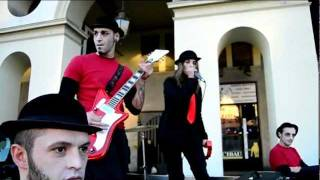 White Stripes cover band---When i hear my name --Red Coffee-- Flash Mob