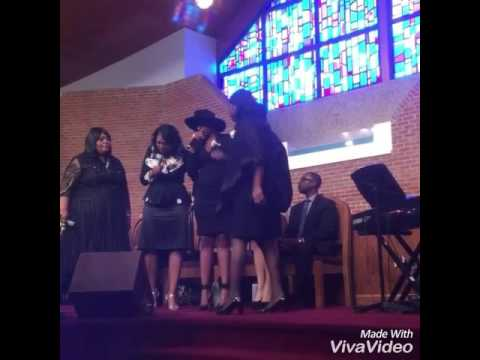 """Jennifer Hudson Sings """"Take My Hand, Precious Lord"""" At Celebration Of A Funeral 2016"""