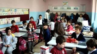 1-c Sınıfı - Kızlar Yılbaşı Hediyesi Verecekleri Erkek Arkadaşlarını Seçiyor.