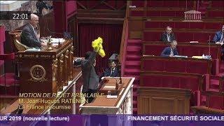 Le député Jean-Hugues Ratenon brandit un gilet jaune en plein discours à l'Assemblée !