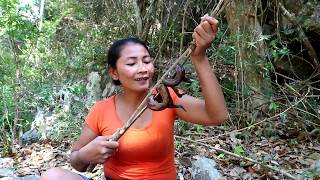 Survival skills: Find & catch eel grilled for food - Cooking eel eating delicious #56