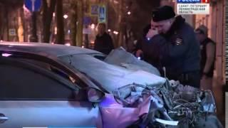 В Кронштадте «Фольксваген» врезался в стену дома двое погибли, пострадавшая в больнице (17.01.2015)