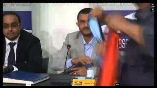 ناشطة عدنية ترمي حمزة الحوثي بالحذاء بمؤتمر جنيف