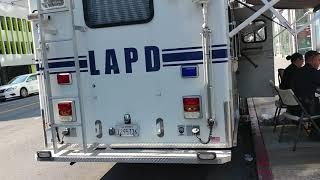## LAPD police, training against terrorism.  LA 경찰들이... 테러대비 예방 훈련이 계속 진행. 버스 안에서, 전철에서, 주요 거리에서 무차별