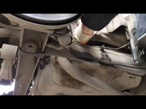 Замена стоек и втулок заднего стабилизатора на Ниссан Примьера 2004 год Nissan Primera