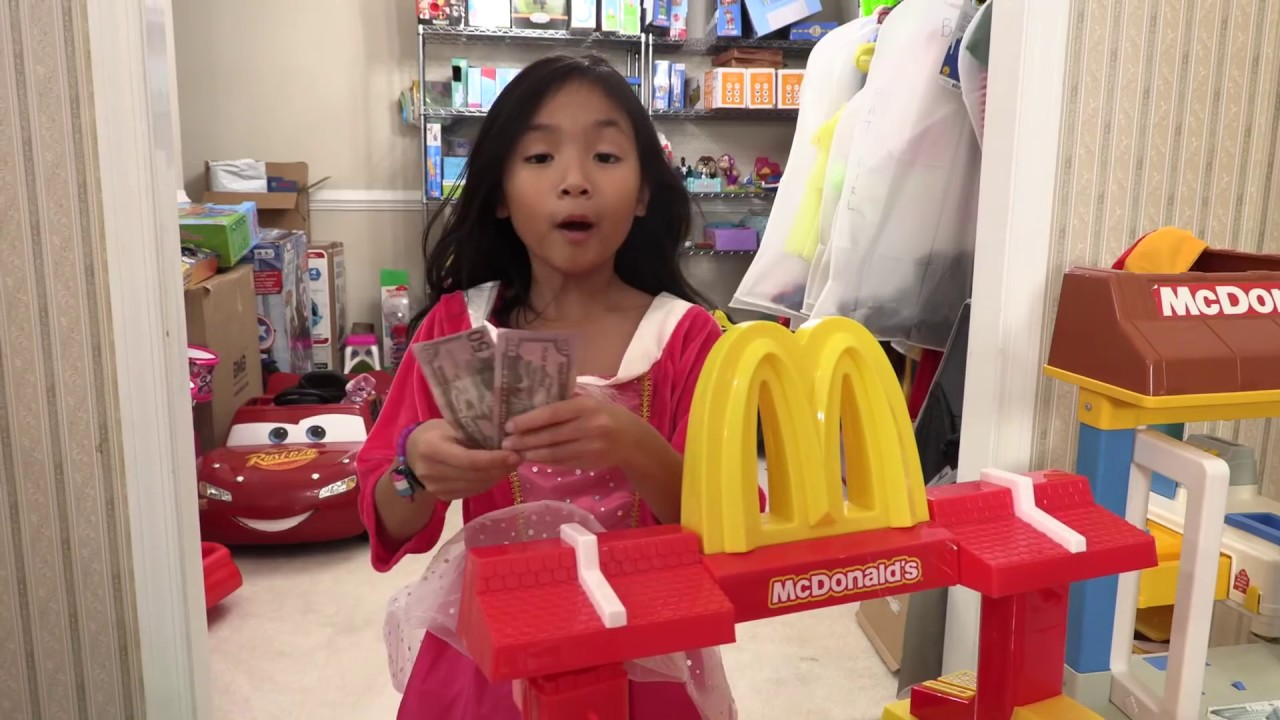 Pretend Play Mcdonalds Drive Thru with Ryan's Toy Review Toys ( Mcdonalds Drive Thru Prank 5 )