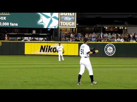 Ichiro イチロー and Franklin Gutierrez playing catch in Safeco outfield between innings HD