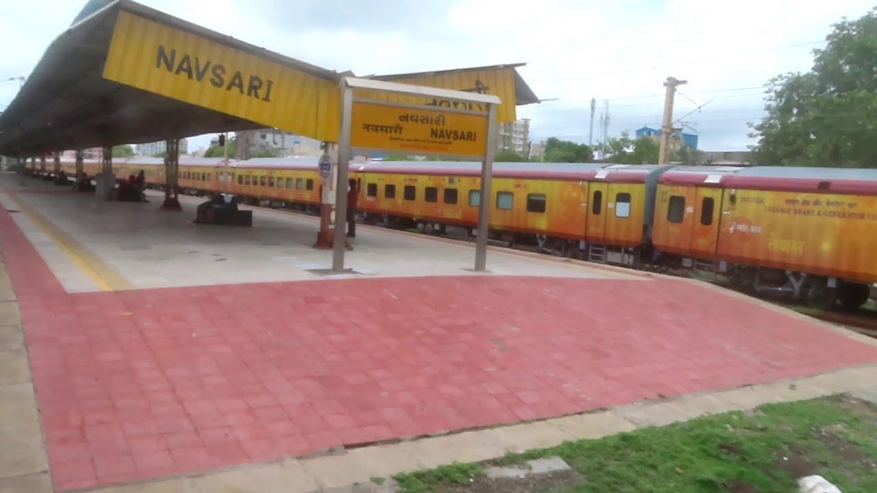 स्वराज एक्सप्रेस और तेजस एक्सप्रेस नवसारी में  | SwaRaj Express Slow Skip Navsari |Tejas Express