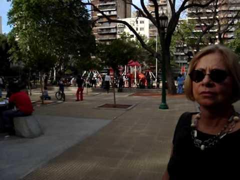 Buenos Aires, crianças brincando na praça, segunda feira de Novembro