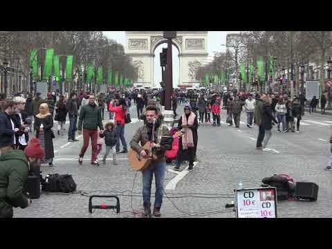 Concert de Youri Menna sur les Champs Élysées.