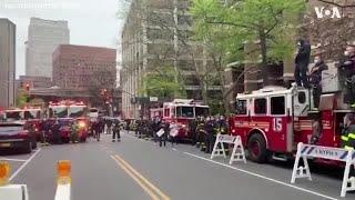 纽约消防队员演奏美国国歌向新冠疫情前线医护人员致敬
