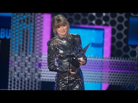 Taylor Swift reminds fans to vote while making AMAs history Mp3