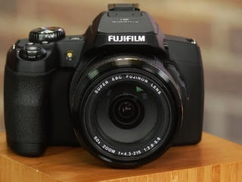 Fujifilm's 50x zoom FinePix S1 is ready to shoot, rain or shine