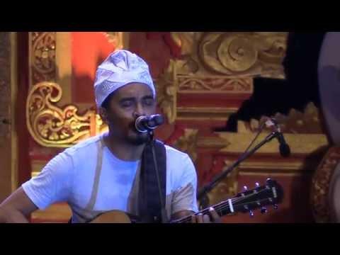 Glenn Fredly & The Bakuucakar - Cinta dan Rahasia @ Sanur Village Festival 2016 [HD]