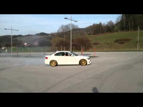 Смотреть BMW 1M COUPE 500HP Drift! онлайн