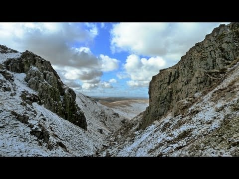 The Cheviot via Hen Hole & Bizzle Crags, Northumberland - 5 March 2012