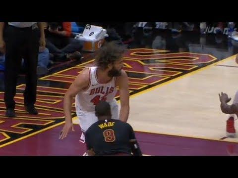 Robin Lopez laughs after Dwyane Wade fakes him | Cavs vs Bulls