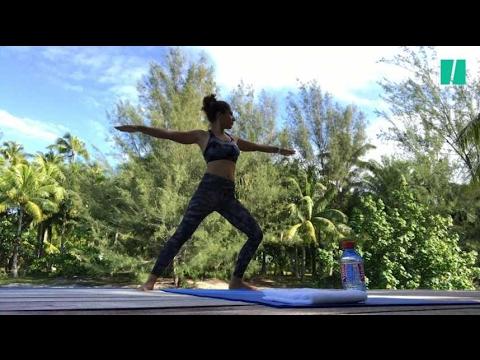 4 postures de yoga pour débutants pour étirer tout le ...