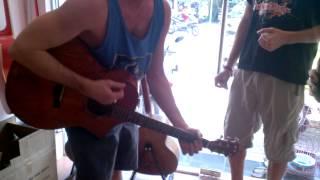 Mấy anh Tây rất phiêu tại Guitar Sao Mai Sài Gòn