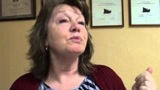 Учитель литературы Татьяна Баянова читает стих Бродского