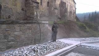 Renovace pískováním kamenné zdi klášter Kladruby