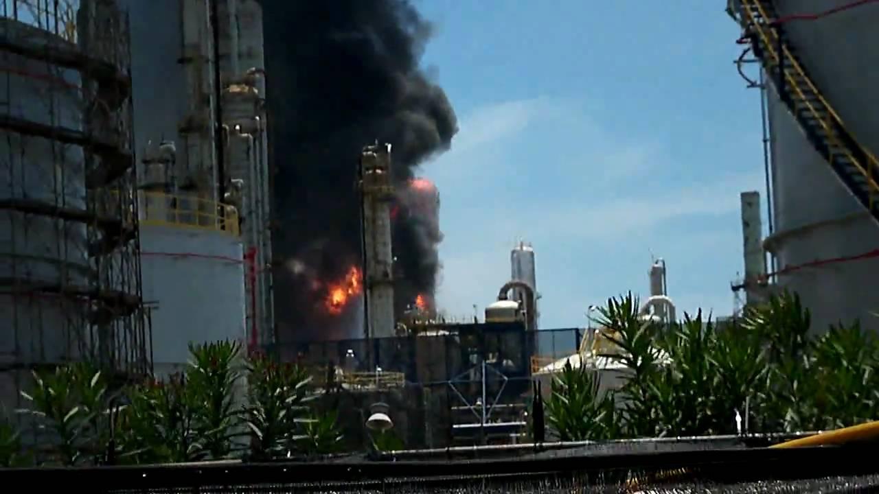 20100707 臺塑六輕廠 OL-1 (輕油裂解一廠)火災現場錄影 - YouTube