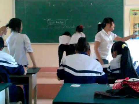 Nữ sinh đánh nhau ngay trong lớp