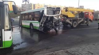 На МКАДе в ДТП автобус разорвало пополам [LIFECORR | 200 RUB]